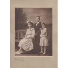 Mai [Manó] és Társa: három (ismeretlen) gyerek
