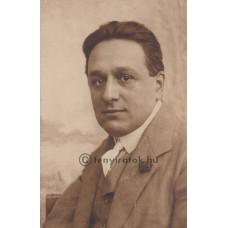 Jelfy [Gyula]: Kunfi Zsigmond (1879-1929) újságíró, politikus, miniszter