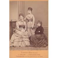 Faust, L[udwig]: három (ismeretlen) nő