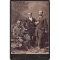 Lauscher özv[egye]: három (ismeretlen) férfi