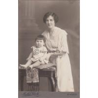Mathea Károly: (ismeretlen) nő és gyerek