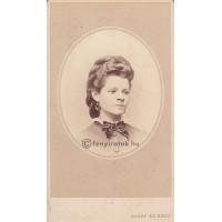Gondy és Egey: Pallay Miklósné Simonffy Sarolta (1837 k.-1911)
