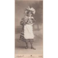 Schrecker M.: (ismeretlen) nő jelmezben